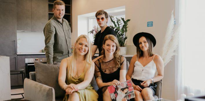 """Latvijas Kultūras koledžas studenti praksi iet žurnālā """"UNA"""""""