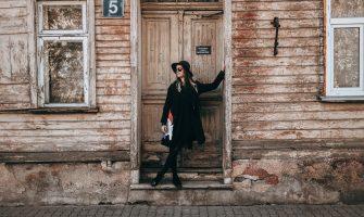 Turpinām Latvijas Kultūras koledžas 2020. gada absolventu stāstus