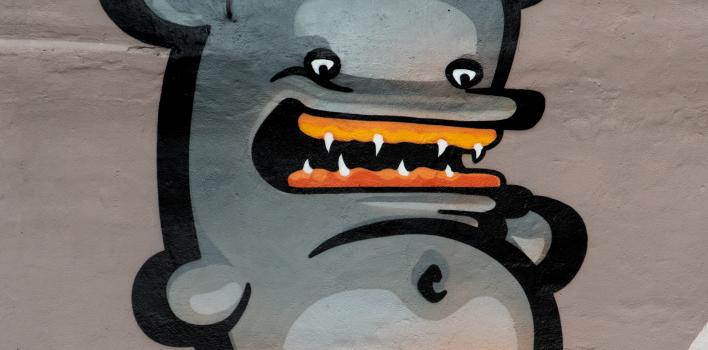 Turpmāk Latvijas Kultūras koledžas pagalmu rotās grafiti mākslinieka Kiwie zīmējums