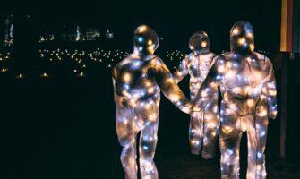 Latvijas Kultūras koledžas studenti rada īpašu Ziemassvētku sajūtu taku Mazsalacā